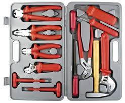 Что должно входить в чемодан слесарных инструментов